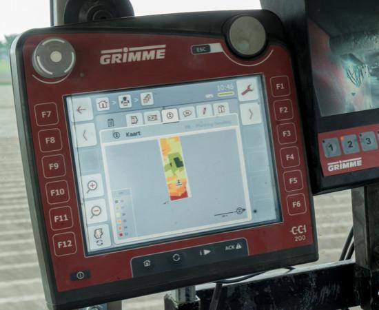 Groningse boer gebruikt digitale kaart in trekker die hem helpt bij precisielandbouw.