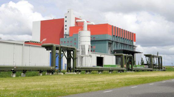 Sfeerafbeelding van een gebouw en leidingen op het Chemiepark.