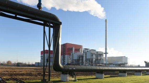 Leidingen voor aan -en afvoer van bio-vloeistoffen.