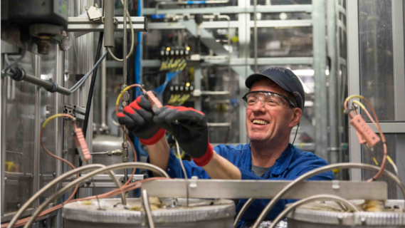 Decoratieve afbeelding van een man in een fabriek