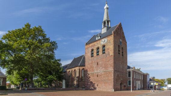Decoratieve afbeelding van het kerkplein in 't Zandt