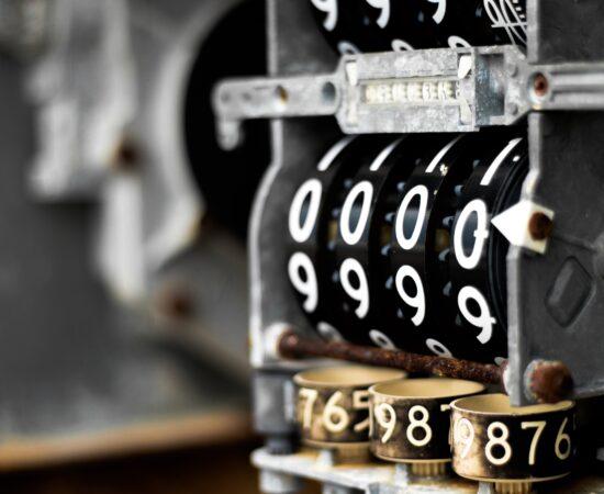 Decoratieve afbeelding van een meter die op nul staat