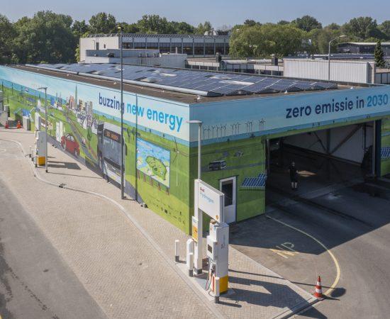 Decoratieve afbeelding van het waterstoftankstation van Qbuzz aan de Peizerweg