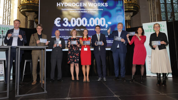 Foto van initiatiefnemers van het project Waterstof Werkt